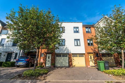 3 bedroom terraced house to rent - Darwin Avenue, Maidstone, Kent, ME15
