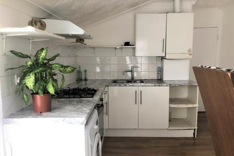 4 bedroom flat to rent - Ilford Lane Ilford IG1 2RP