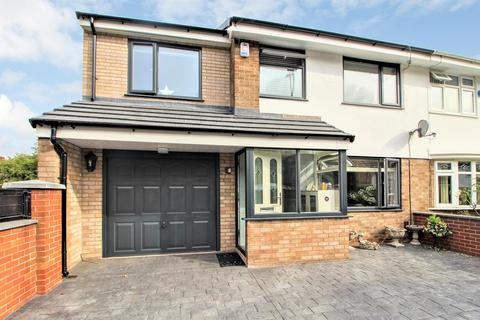 4 bedroom semi-detached house for sale - Hereford Way, Middleton, Manchester, M24 2WN