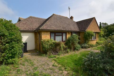 2 bedroom detached bungalow for sale - Summerfield Avenue, Tankerton, Whitstable