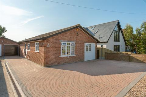 4 bedroom detached bungalow for sale - St. Marys Grove, Whitstable