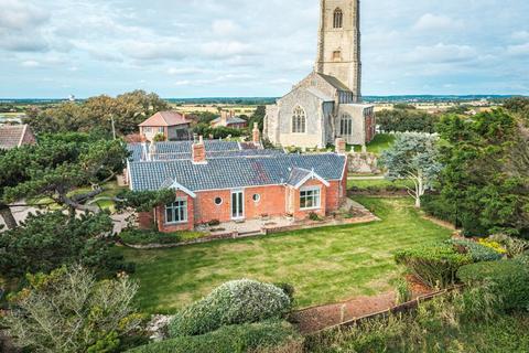 5 bedroom detached bungalow for sale - Happisburgh