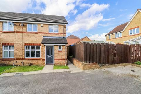 3 bedroom townhouse for sale - Mill Chase Close, Wakefield