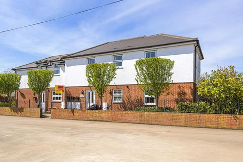 2 bedroom apartment to rent - Ruskin Road,  Horton Court,  OX16