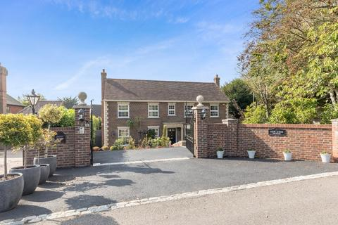 6 bedroom detached house for sale - Links Road, Worthing, West Sussex BN14 9QY