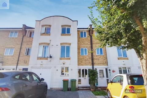 4 bedroom townhouse to rent - Grimsby Grove, E16