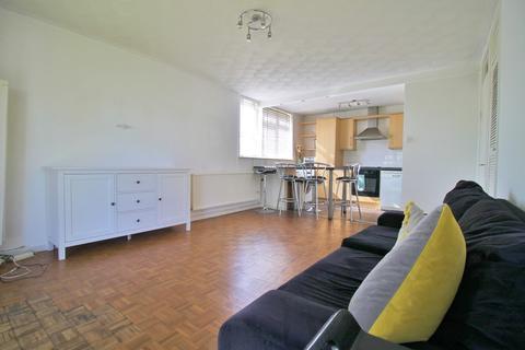 3 bedroom ground floor flat to rent - Gardner Close, Wanstead