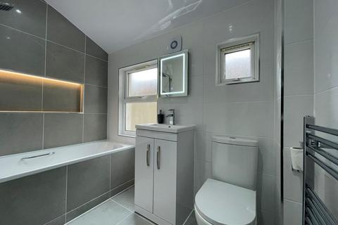 2 bedroom maisonette to rent - Harley Road, London, NW10 8AX
