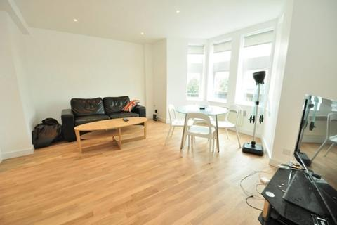 3 bedroom apartment to rent - Old Kent Road, London, SE15