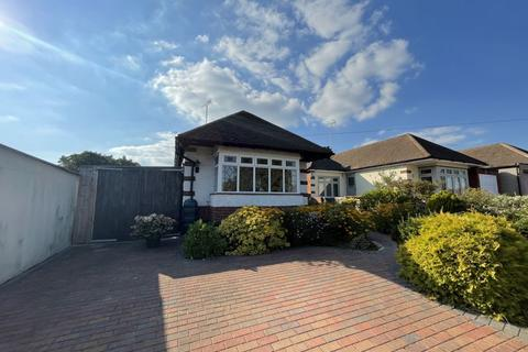 2 bedroom bungalow for sale - Orsett Avenue, Leigh-On-Sea