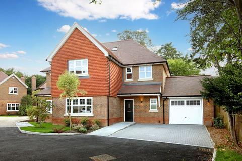 4 bedroom house for sale - Dippingwell Court, Farnham Common