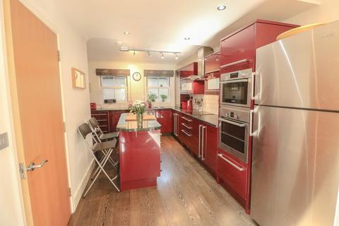 3 bedroom end of terrace house for sale - St Matthews Gardens, Cambridge CB1 2PS