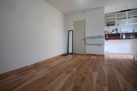 1 bedroom apartment to rent - New Road, Uxbridge, UB8