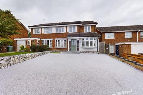 4 bedroom semi-detached house for sale - Waivers Way, Aylesbury