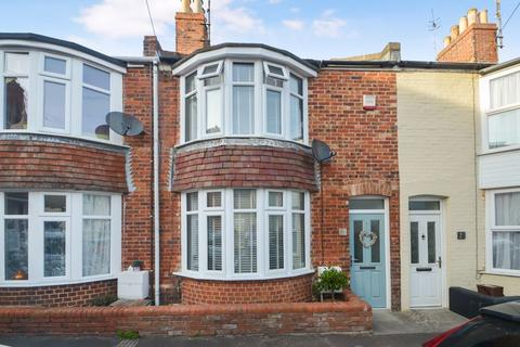 2 bedroom terraced house for sale - IMPECCABLY PRESENTED TWO DOUBLE BEDROOM MID TERRACE WITHIN WALKING DISTANCE OF THE HARBOUR.