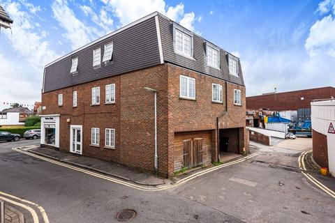 1 bedroom apartment to rent - 29-31 Bridge Street, Walton-On-Thames