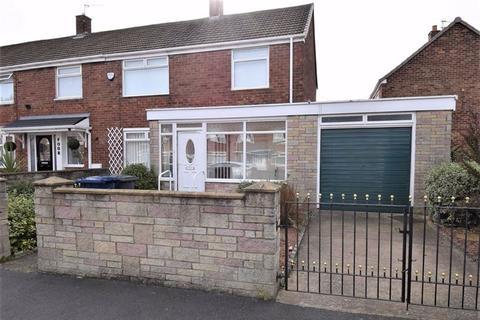 2 bedroom end of terrace house for sale - Defoe Avenue, South Shields