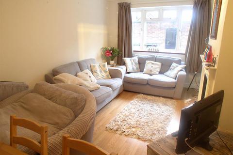 2 bedroom flat to rent - Beecot Lane, Walton-On-Thames