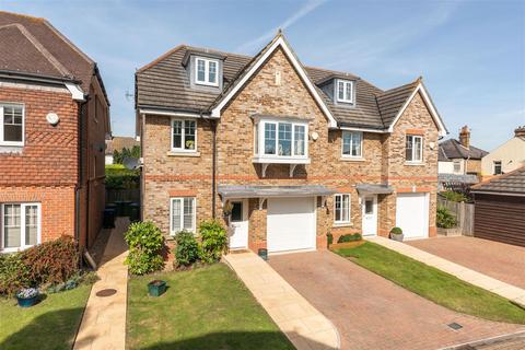 4 bedroom semi-detached house for sale - Cranbourne Close, Hersham, Surrey