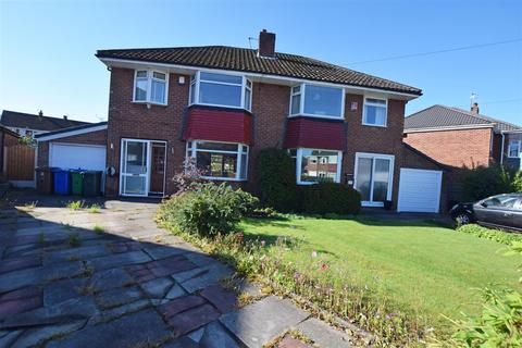 3 bedroom semi-detached house for sale - Stroud Close, Alkrington, Middleton