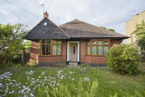 2 bedroom detached bungalow for sale - Priesthills Road, Hinckley