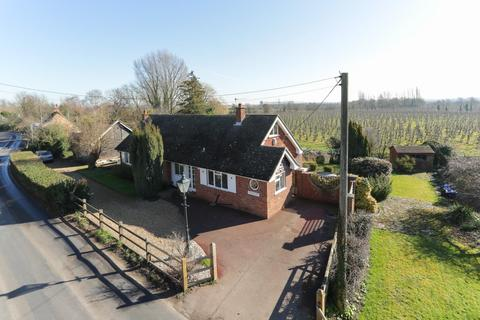3 bedroom detached bungalow for sale - The Street, Stourmouth, Canterbury