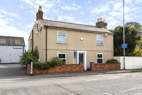 3 bedroom house for sale - Towcester Road, Old Stratford, Milton Keynes, Northamptonshire, MK19