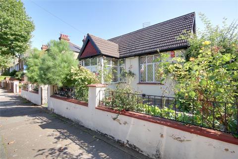 4 bedroom bungalow for sale - Bagshot Road, Enfield, EN1