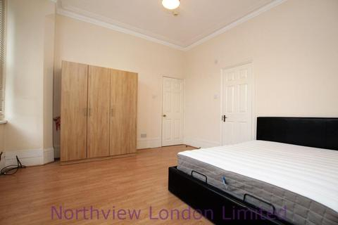 1 bedroom in a house share to rent - Fox Lane, Palmers Green, N13