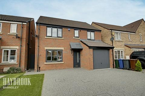 4 bedroom detached house for sale - Old Royston Avenue, Royston