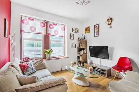 2 bedroom flat for sale - Archway Road, Highgate