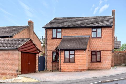 3 bedroom detached house for sale - Ashbarn Crescent, Winchester, Hampshire, SO22