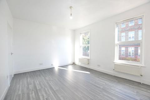1 bedroom flat to rent - Sandringham Road, E7