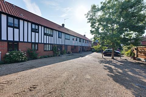 2 bedroom flat for sale - Tudor Court, Basildon, SS15