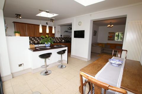 3 bedroom semi-detached house for sale - Dodworth Road, Barnsley