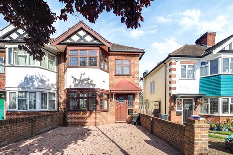 3 bedroom terraced house to rent - Elmcroft Avenue, London, E11