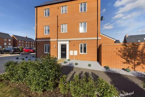 4 bedroom townhouse for sale - Barge Crescent, Kingsbrook, Aylesbury