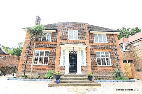 3 bedroom detached house for sale - Walderslade Road, Chatham