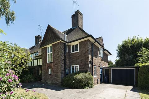 4 bedroom semi-detached house for sale - Raeburn Close, NW11