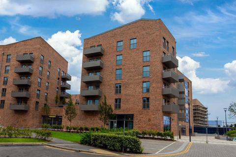 2 bedroom flat to rent - Royal Engineers Way, NW7