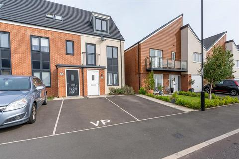 3 bedroom townhouse for sale - Elmwood Park Mews, Great Park, Newcastle Upon Tyne