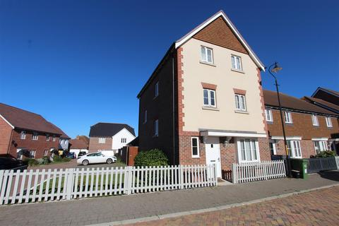 4 bedroom end of terrace house for sale - Holly Blue Drive, Iwade, Sittingbourne