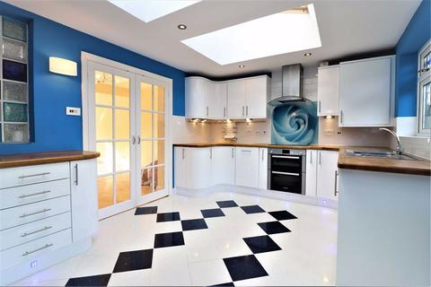 3 bedroom terraced house to rent - Exmouth Road, Ruislip