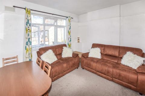 3 bedroom maisonette to rent - Blakenham Road, Tooting