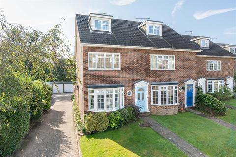 4 bedroom end of terrace house for sale - Gainsborough Court, Walton-On-Thames