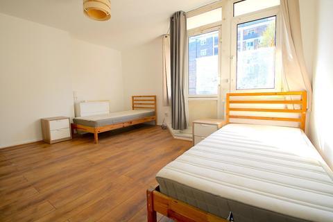 4 bedroom flat to rent - Cambridge Heath Road, London