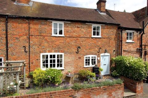 2 bedroom terraced house to rent - Factory Yard, Wycombe End, Beaconsfield, HP9