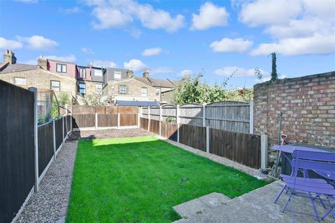 1 bedroom ground floor flat for sale - Courtland Avenue, Ilford, Essex