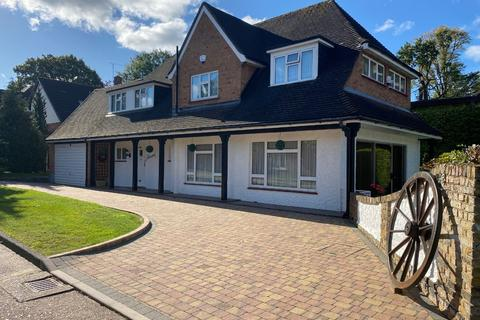 4 bedroom detached house for sale - Mendoza Close, Hornchurch