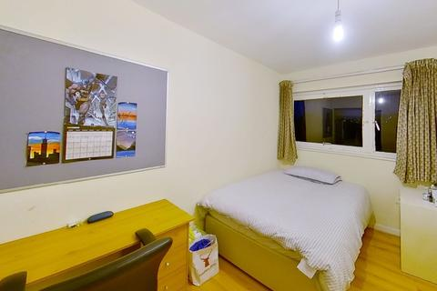 1 bedroom in a house share to rent - Guildford Park Avenue, Guildford, Surrey, GU2 7NH